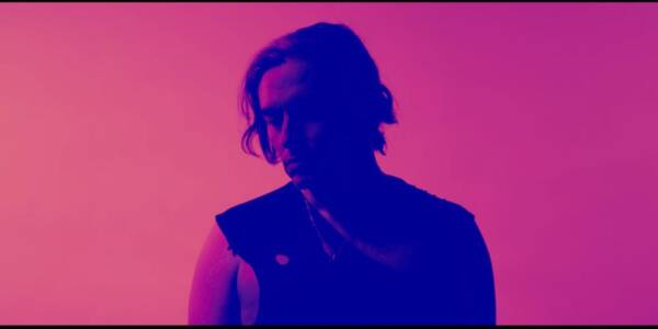 """(Video)""""Cazador de luces"""": Radiata lanza video experimental junto a Claudio Valenzuela."""